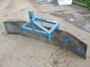 reversable yard scraper